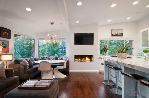 Кухня-гостиная с камином кумулятивного всегда встретит вас теплом и уютом