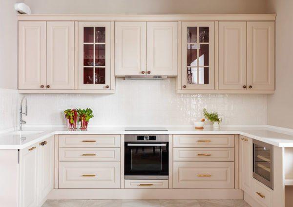 Кухня отдана во власть светлого цвета