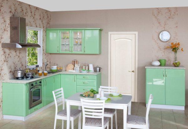 Кухня отличается особыми требованиями к отделочному материалу, но ПВХ полотна вполне им удовлетворяют
