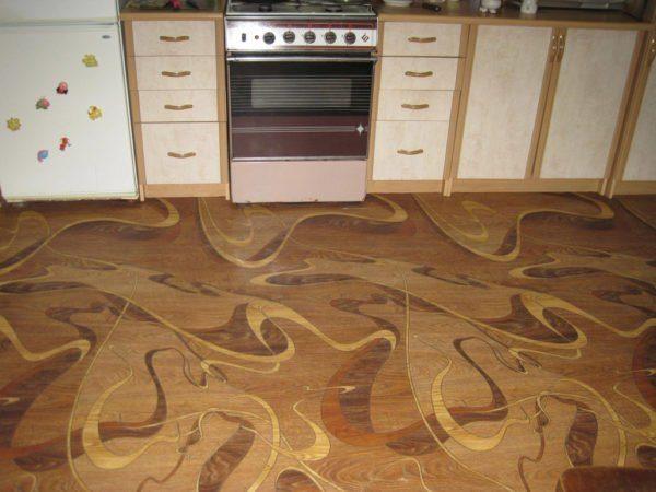 Кухня с линолеумом на полу: красиво, стильно, практично.