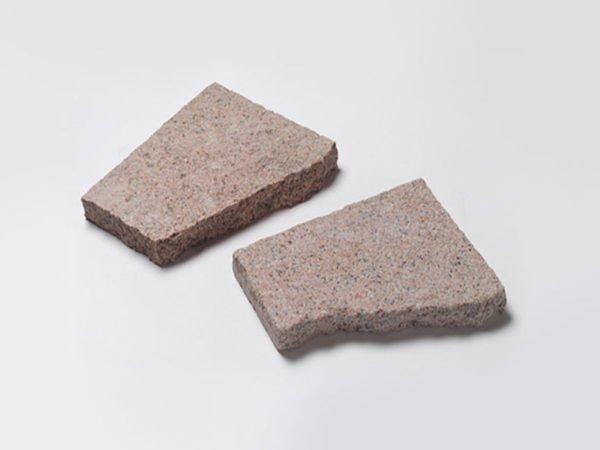 Куски разбитых плит всегда уникальны.