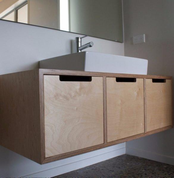 Лакированный шкафчик из мебельной фанеры