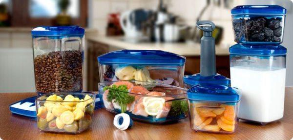 Лучше всего хранить продукты в закрытых контейнерах