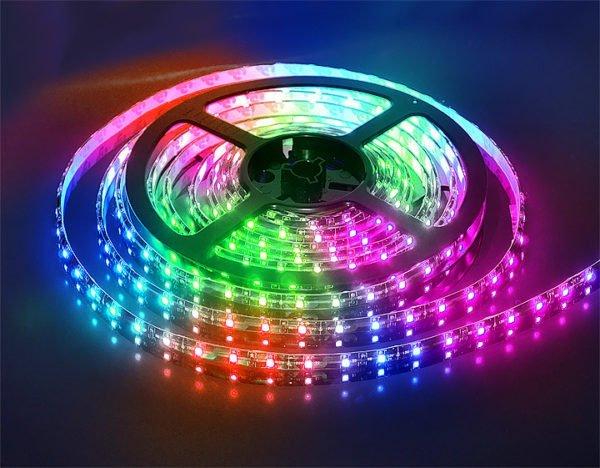 Любопытное решение - RGB лента, умеющая менять цвет подсветки.