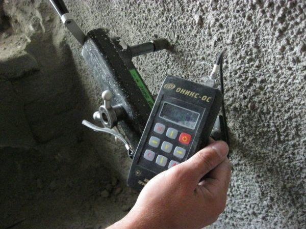 Марочная прочность уплотненного и неуплотнённого бетона различается в разы, поэтому использование вибратора необходимо