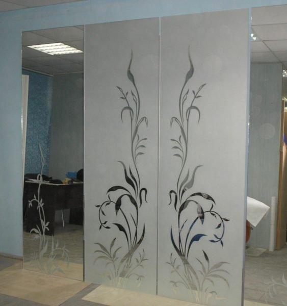 Матированное зеркало с рисунком
