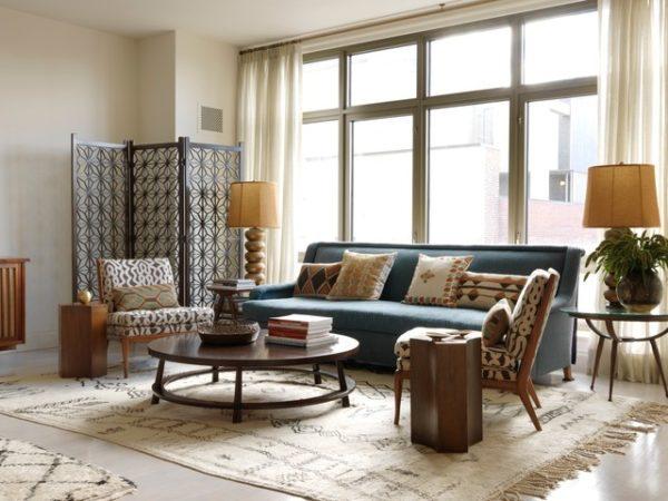 Мебель должна быть громоздкой, угловатой, но не высокой