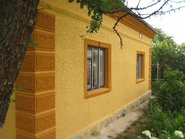 Минеральная отделка на основе цемента используется с середины ХХ века.