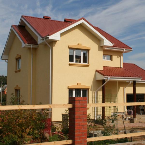 Минеральные фасадные штукатурки хорошо подходят для частных домов.