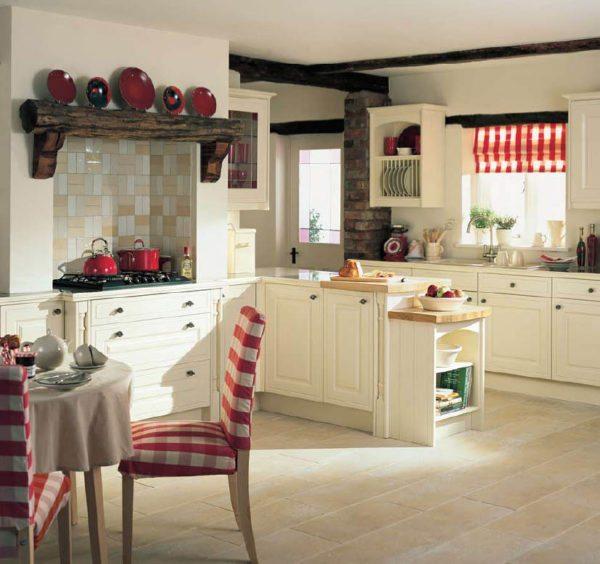 Можно использовать яркую посуду, торшеры и ковры с геометрическими рисунками