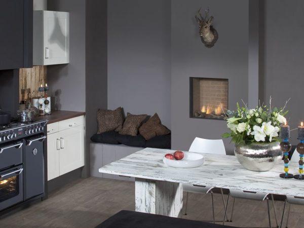 На фото наглядно показано, как модель Fyn 600 органично вписывается в интерьер кухни