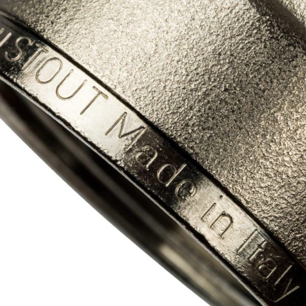 На фото — пресс-фитинг от итальянского производителя Stout