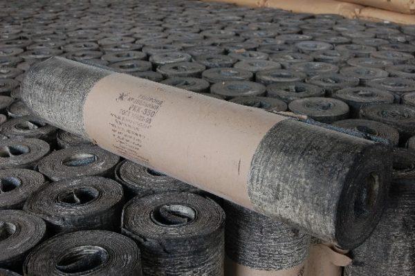 На фото: рубероид – дешевый, но недолговечный материал