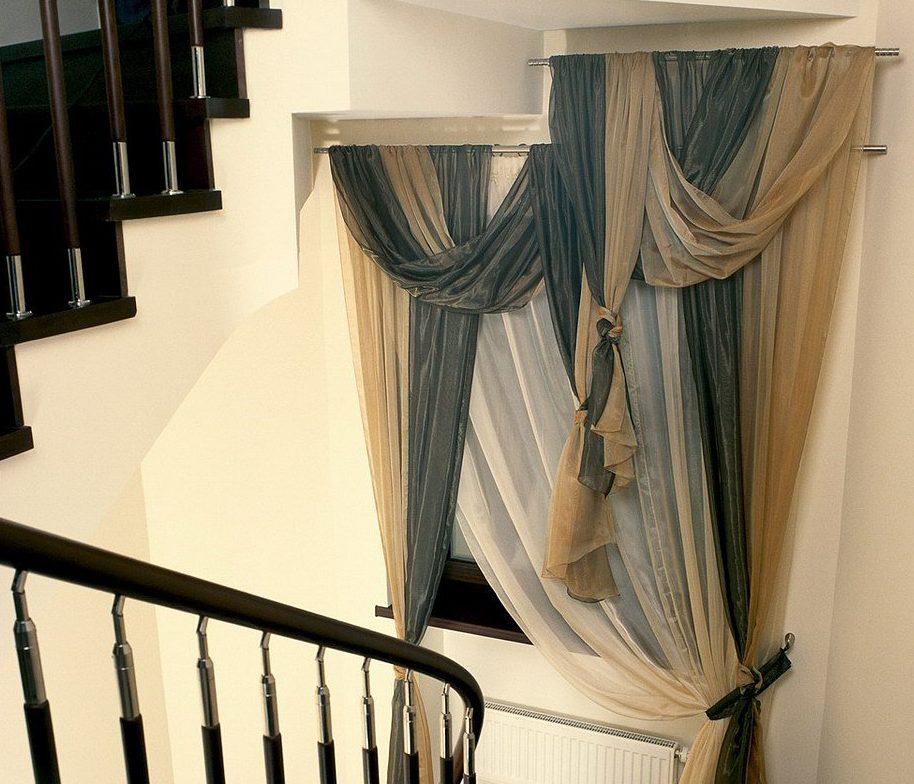 меня разрешение шторы на лестницу в доме фото случае кейтлин