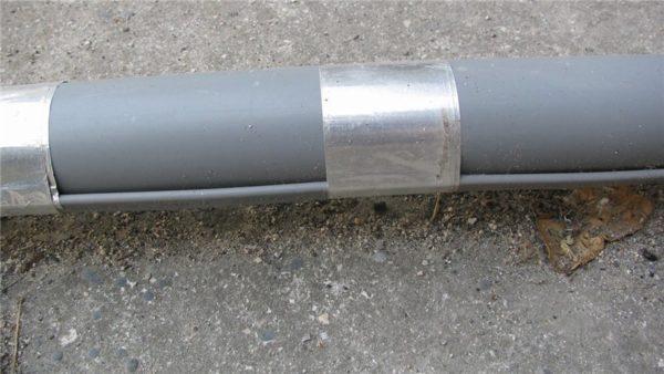 На перелив диаметром 50 мм установлен кабель с удельной мощностью 16 ватт на погонный метр.