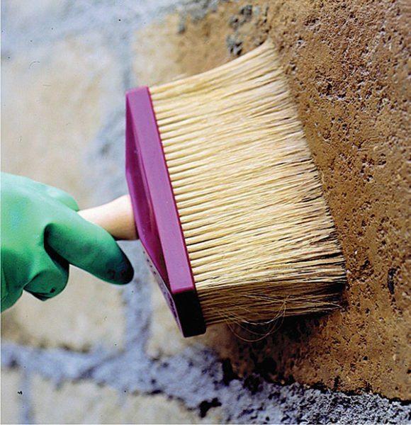 Нанесение грунтпрайма своими руками позволит сэкономить на отделочных материалах и продлить их эксплуатационный срок
