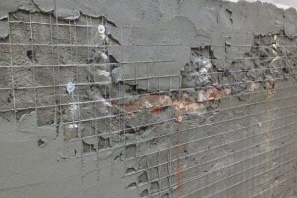 Нанесение штукатурки на стену