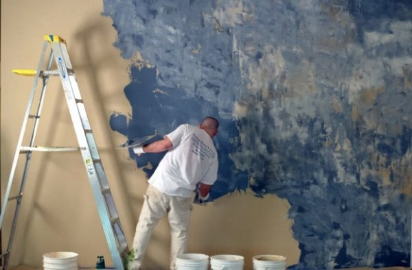 Нанесение смеси на стену — это творческое и увлекательное занятие