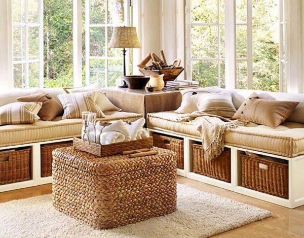 Например, можно приобрести кресло в цветочной форме или журнальный стол в виде сундука