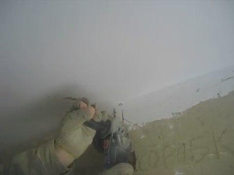 Нарезка настенных штроб с переходом на потолок