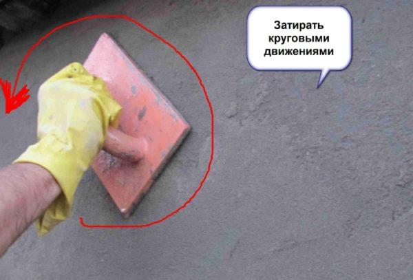 Наружная стена затирается полиуретановой теркой