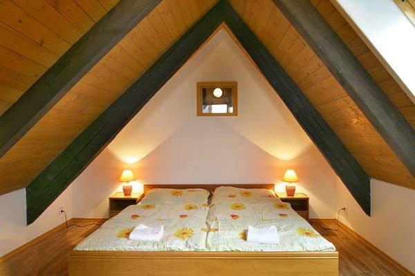 Натуральный и эстетичный материал – находка для обрамления загородного жилища