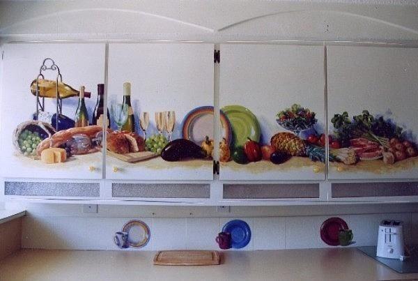 Натюрморт на мебели сделает кухню шире.