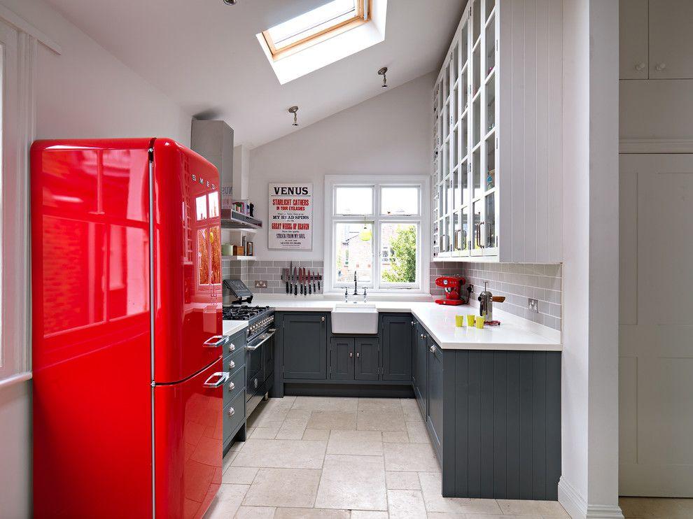 Фото холодильник в интерьере кухни