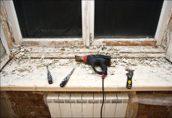 Неказистые внешне, деревянные окна являются частью системы вентиляции квартиры.