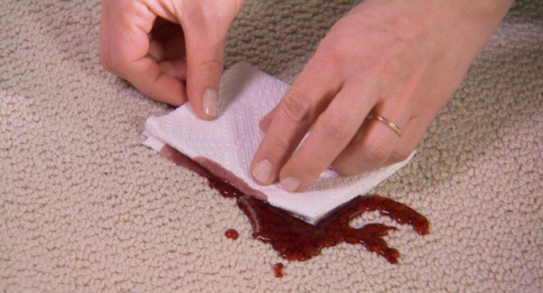 Чем вывести пятно от крови с ковролина фото