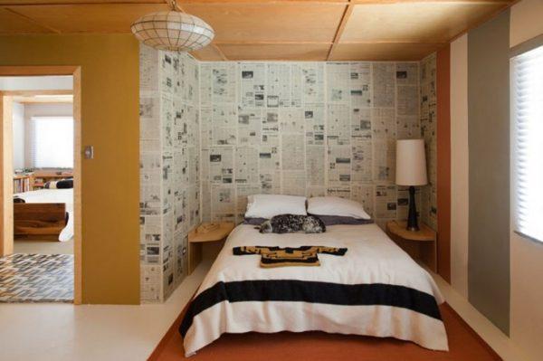 Необязательно обклеивать газетами всю комнату, для получения необычного эстетического эффекта вполне достаточно использовать их только для зонирования определённого места