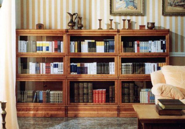 Невысокий библиотечный шкаф — стильное решение для классического интерьера