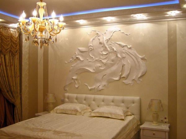 Объемное панно в спальне