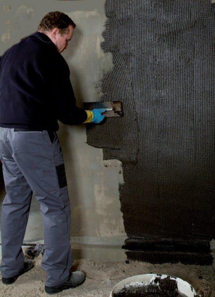 Обработка бетонного подвала битумной мастикой – самый дешевый способ изоляции