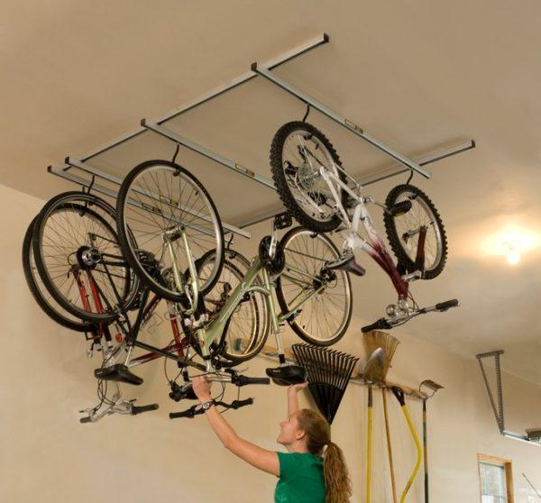 Общий вид подвесной системы для нескольких велосипедов.