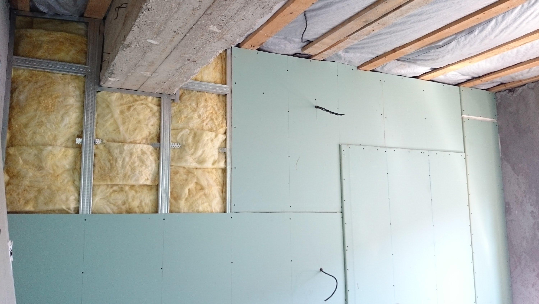 Выравнивание стен гипсокартоном без каркаса своими руками фото