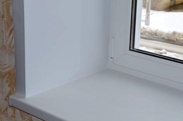 Окно с пластиковым утепленным откосом не промерзает, не боится грязи и сырости.
