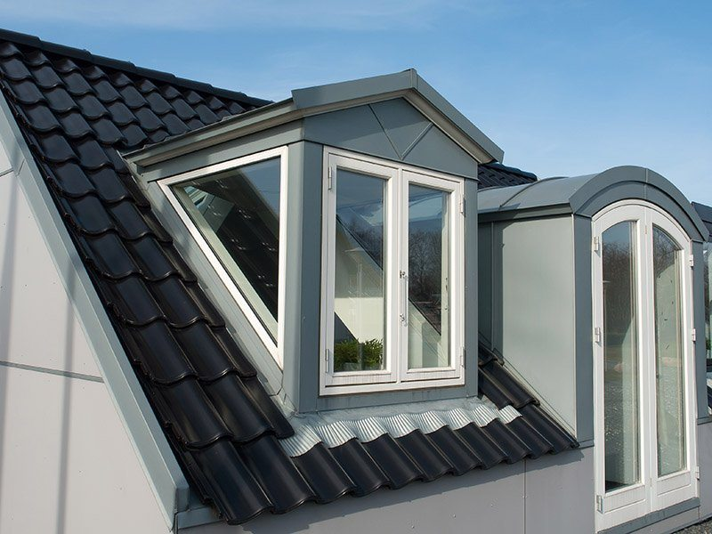 Как сделать окно в крыше дома фото