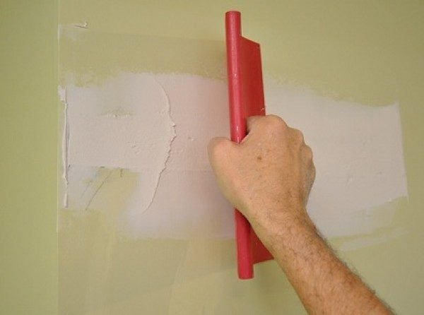 Окрашенную поверхность нужно шпаклевать, только если на ней есть повреждения