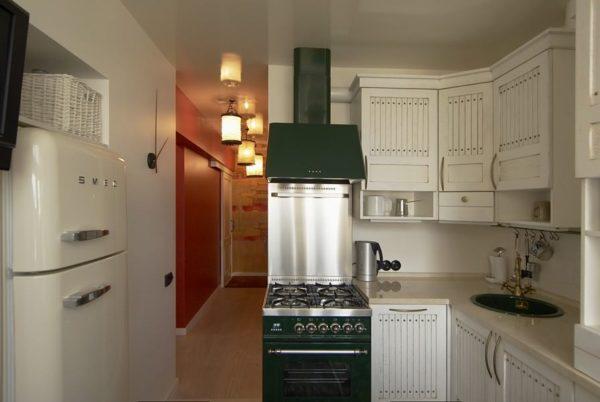 Основательно подойдя к выбору планировки, даже небольшую кухню в 9-этажном доме можно превратить в функциональное пространство