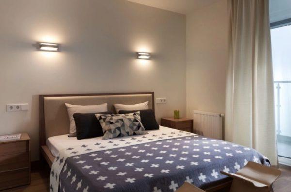 Освещение над кроватью должно выделять определенные зоны