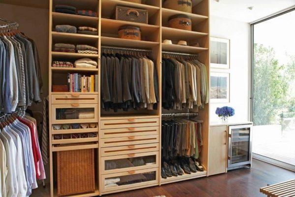 От правильного расположения полок зависит вместительность шкафа