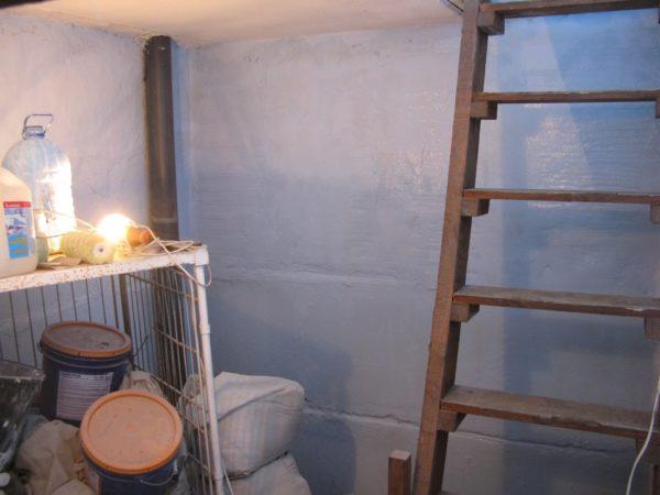 Отделанные стены не только лучше выглядят, но и защищают погреб от влаги
