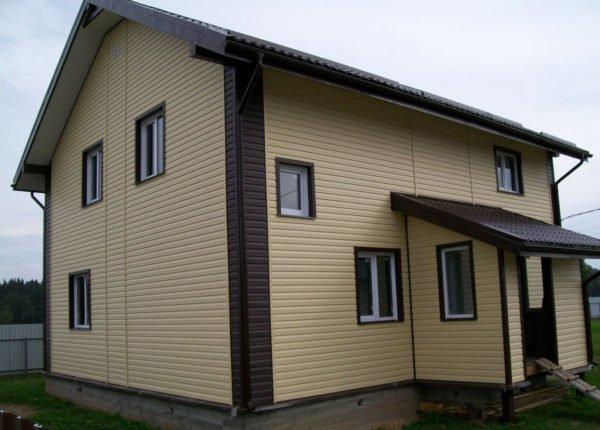 Отделанный сайдингом дом