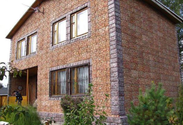 Отделка дома плиткой с металлическими креплениями