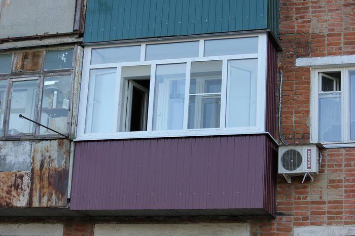 Отделка профлистом фасада дома, балкона и других поверхносте.