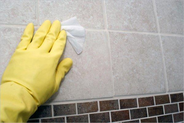 Отделка потребует периодической чистки от известковых отложений, высохших мыла и шампуня.