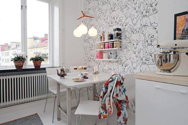 Отделка стен самоклеющимися обоями — простой и быстрый способ завершить домашний ремонт