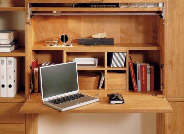 Отличное решение, совмещающее стол и отсеки для хранения всего необходимого