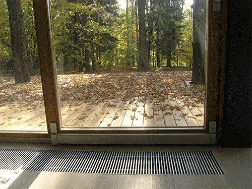 Панорамное окно с внутрипольным конвектором.